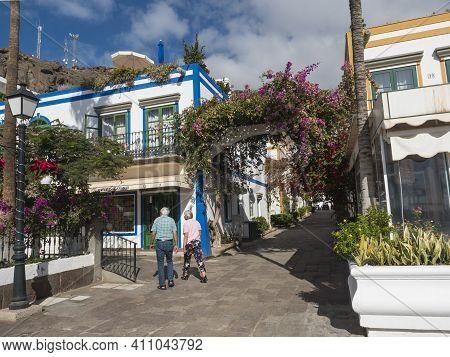 Puerto De Mogan, Gran Canaria, Canary Islands, Spain December 18, 2020: Senior Man And Woman On A Wa