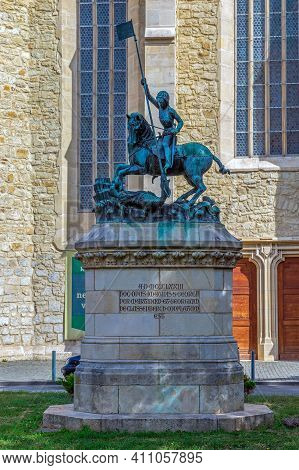 Cluj-napoca, Transylvania, Romania - September 20, 2020: Statue Of Saint George In Front Of Reformed