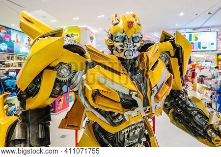 Bangkok,thailand 26 Feb 2018: Model Replica Of Bumblebee From The Transformers On Display In Shoppin