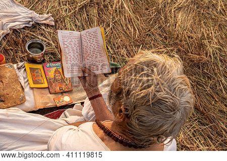 Feburary 2021 Haridawar,india A Mont Reading The Holly Book During The Kumbh Mela In Haridawar.kumbh