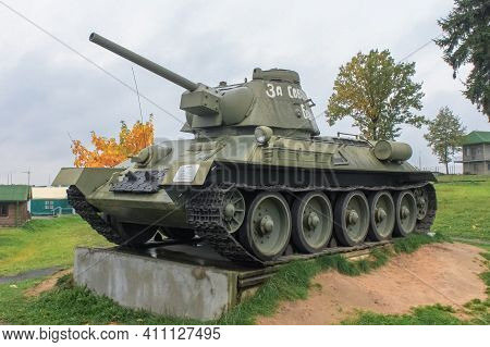 Soviet Serial Tank T-34-76 Model Of 1943. During 1943, Five Factories Produced 15, 696 T-34 Tanks