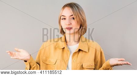 Portrait Of Nice-looking Attractive Lovely Unsure Uncertain Confused Girl Holding Two Objects On Pal