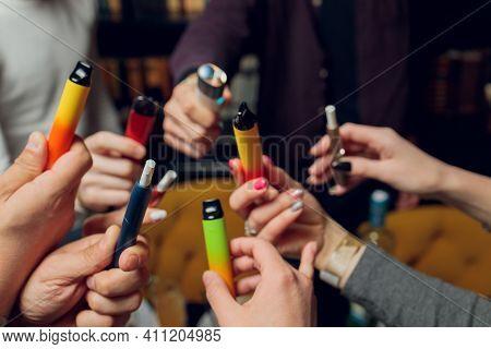 Pod E-cigarette Or Nicotine Vapor Dispenser E-pen.