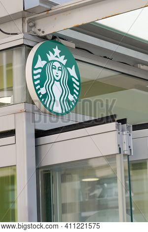 Bordeaux , Aquitaine France - 03 03 2021 : Starbucks Coffeehouse Logo Green And Brand Sign Store Ame