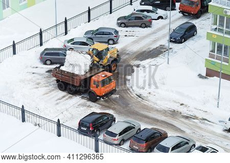 Nizhny Novgorod, Russia, Gagarin Avenue 101 K.1, 2021.03.03. Snowplows On The Streets And In The Yar