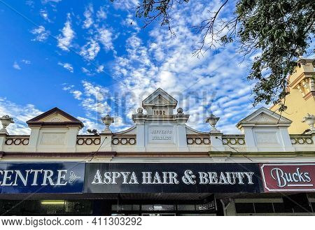 Childers, Australia - February 28, 2021: Beautiful Row Of Shops, Built In 1902, In The Picturesque T