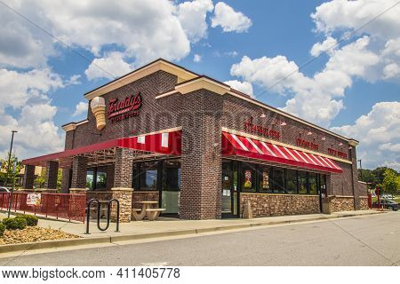 Snellville, Ga / Usa - 07 14 20: Freddy\\\\\\\\\\\\\\\'s Steakburgers Building And Sign