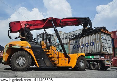 Jakarta, Indonesia - May 6, 2017: Container Unloading Truck In Logistics Yard At The Port Of Tanjung