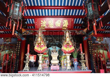 Hoi An, Vietnam, March 8, 2021: Altar In The Main Hall Of A Taoist Temple In Hoi An, Vietnam