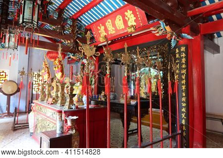 Hoi An, Vietnam, March 8, 2021: Colorful Decoration In The Main Hall Of A Taoist Temple In Hoi An, V