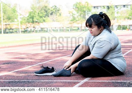 Asian Fat Woman, Is Currently Having A Ankle Injury During His Exercise By Running, Due To Osteoarth