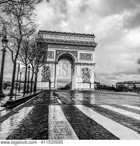 Black and white, Paris, arc de triomphe during a cloudy day
