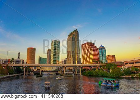 Tampa, Florida, Usa - January 12, 2020 : The Skyline Of Downtown Tampa At Sunset With Tourist Boats