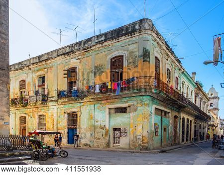 Havana, Cuba, July 2019, Urban Scene By A Colorful Corner Building In The Oldest Part Of The City
