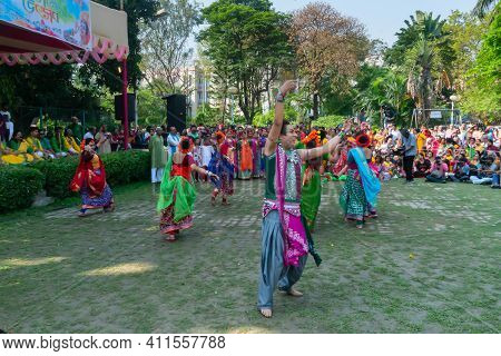 Kolkata, India - 21st March 2019 : Dancing Pose And Expression Of Bengali Male Dancer,dressed In Bri