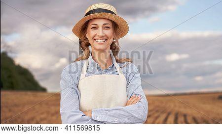 Woman Farmer Straw Hat Apron Standing Farmland Smiling Female Agronomist Specialist Farming Agribusi