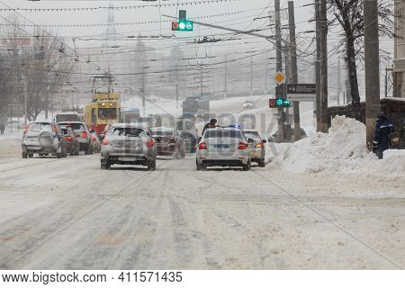 Tula, Russia - February 13, 2020: City Cars Stopped At Crossroads In Front Of Traffic Lights With Po