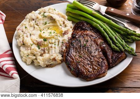 Traditional Steak And Mashed Potatoes With Blanched Asparagus