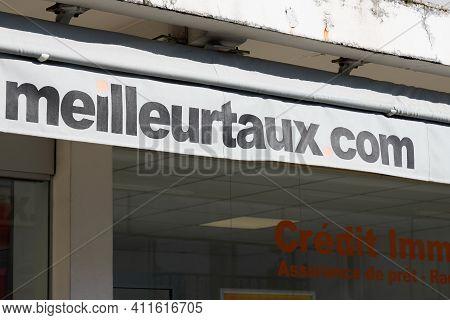 Bordeaux , Aquitaine France - 03 03 2021 : Meilleurtaux.com Sign And Text Logo Meilleur Taux .com Br