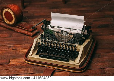 Typewriter Retro Style Nostalgia Journalist Technology Technology Wood Background