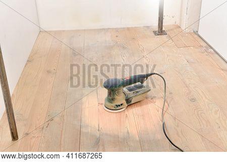 Random orbit sander on hardwood floor