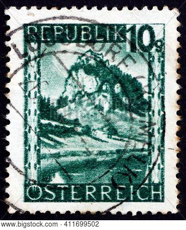 Austria - Circa 1945: A Stamp Printed In Austria Shows Hochosterwitz, Carinthia, Circa 1945