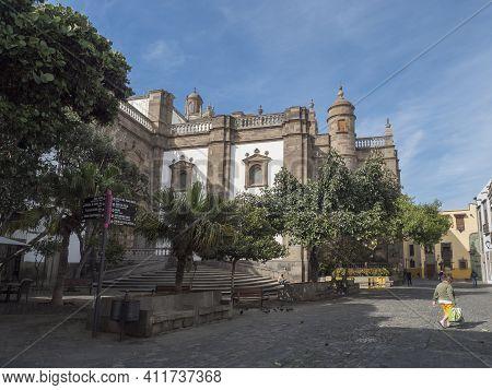 Las Palmas De Gran Canaria, Canary Islands, Spain December 23, 2020: Square Plaza Del Pilar Nuovo Wi
