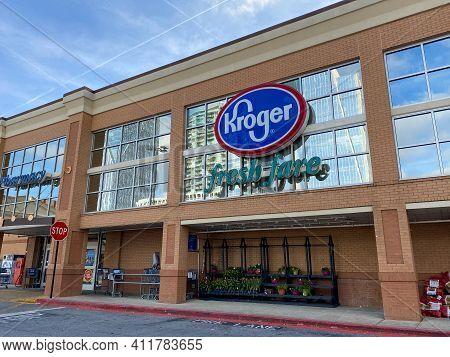 Atlanta, Georgia Usa - March 21, 2020:  The Exterior Of The Buckhead Kroger Grocery Store In Atlanta