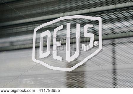 Bordeaux , Aquitaine France - 03 08 2021 : Deus Ex Machina Logo Text And Brand Sign Store Of Fashion