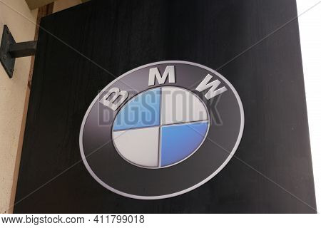 Bordeaux , Aquitaine France - 03 08 2021 : Bmw Logo Round Text And Brand Sign Of Car Dealership Stor