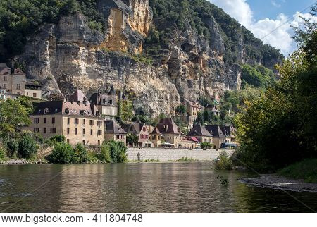 La Roque-gageac, Dordogne, France - September 7, 2018: La Roque-gageac Scenic Village On The Dordogn