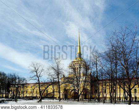 St. Petersburg, Russia, March 5, 2021.admiralty Building, The Main Entrance With A Tower And A Golde