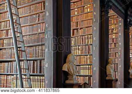 Dublin, Ireland - Feb 15, 2014: Vintage Library With Shelves Of Old Books In The Long Room In The Tr