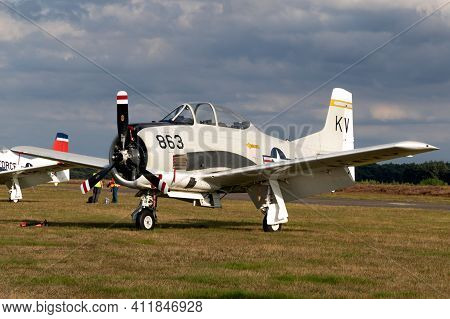 North American T-28b Trojan Aircraft In Us Navy Colors At The Sanice Sunset Airshow. Belgium - Septe