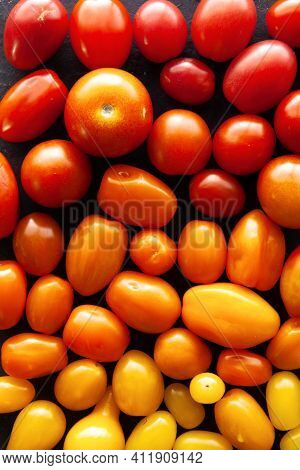Seamless Pattern - Cherry Tomatoes Background Gradually Going From Red To Orange And To Yellow. Food