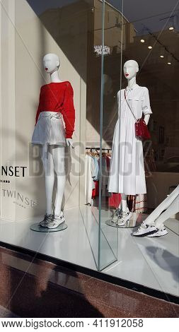 Mannequins Of The Women's Spring Collection On The Showcase Of A Fashion Boutique. Ukraine Kiev, Vel