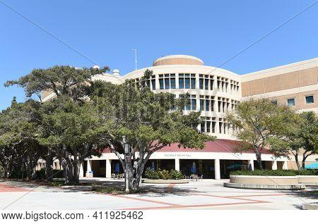 IRIVNE, CALIFORNIA - 21 APRIL 2020:  Frederick Reines Hall on the campus of the University of California Irvine, UCI.