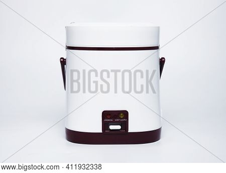 A Picture Of Portable 4 Litre Rice Cooker On Isolated White Background