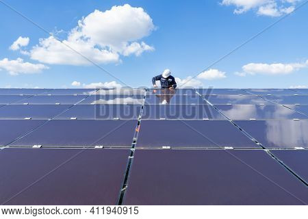 The Solar Farm With The Technician Is Removing The Nut To Replace The Damaged Solar Panel, Alternati