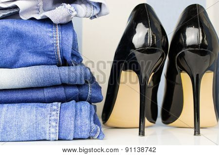 Black high heel shoe for woman and jeans