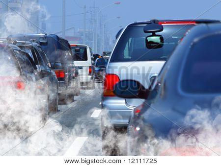 Verschmutzung der Umwelt durch brennbare Gas eines Autos