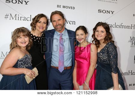 LOS ANGELES - MAR 9:  Abigail Beam, Christy Beam, Kevin Beam, Anabel Beam, Adelynn Beam at the Miracles From Heaven Premiere at the ArcLight Hollywood Theaters on March 9, 2016 in Los Angeles, CA