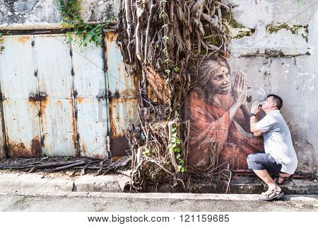 Penang, December 16, 2015:  A Tourist Posing With The Mural Artwork By Artist Julia Volchkova Of An