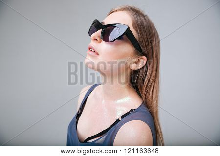 Fashion woman with sunglasses posing over gray background