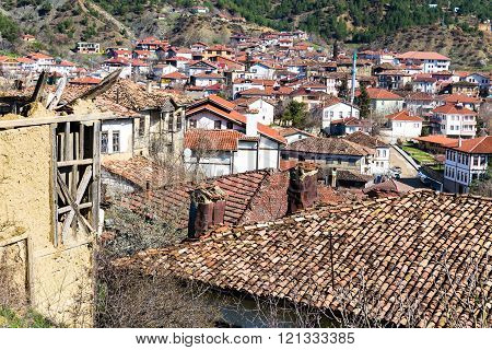 Abandoned adobe house in Tarakli village