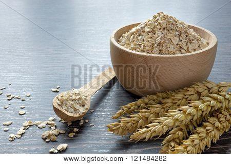 A bowl of oatmeal flakes