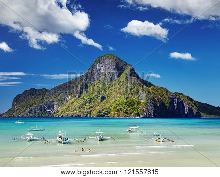 El Nido bay and Cadlao island, Palawan, Philippines
