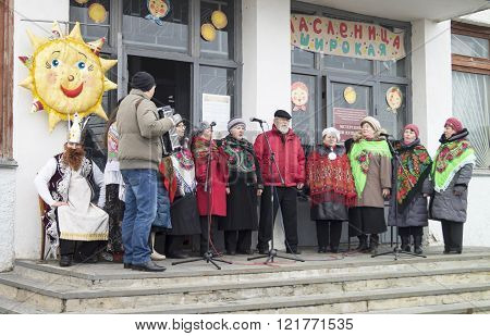 Mstera,russia-march 13,2016: Appearance Actor On Scene Under Opened By Sky At Festive Day Of The Shr