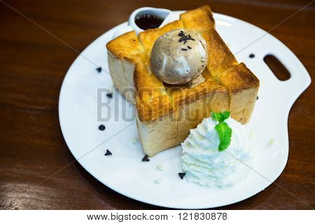 Honey Toast With Ice Cream , Maple Syrup And Sugar