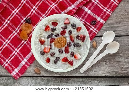 Healthy Breakfast.bowl of cereal with strawberries